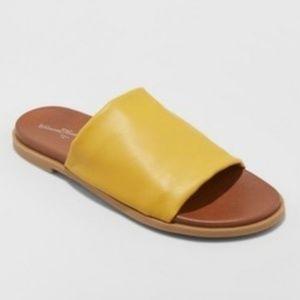 Women's Gigi Hooded Slide Sandals Mustard 9